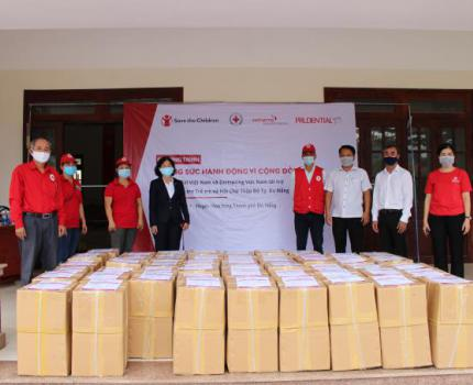 Distribution of medical supplies and household kits in Da Nang